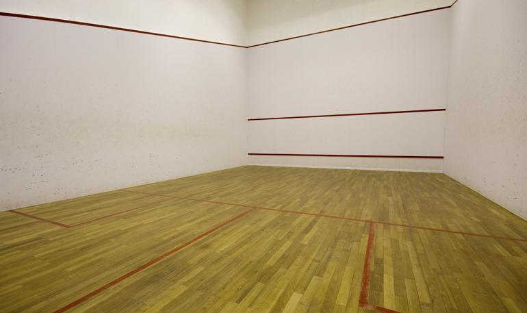 http://lloydssquashclub.com/wp-content/uploads/2011/07/Squashcourt1.jpg